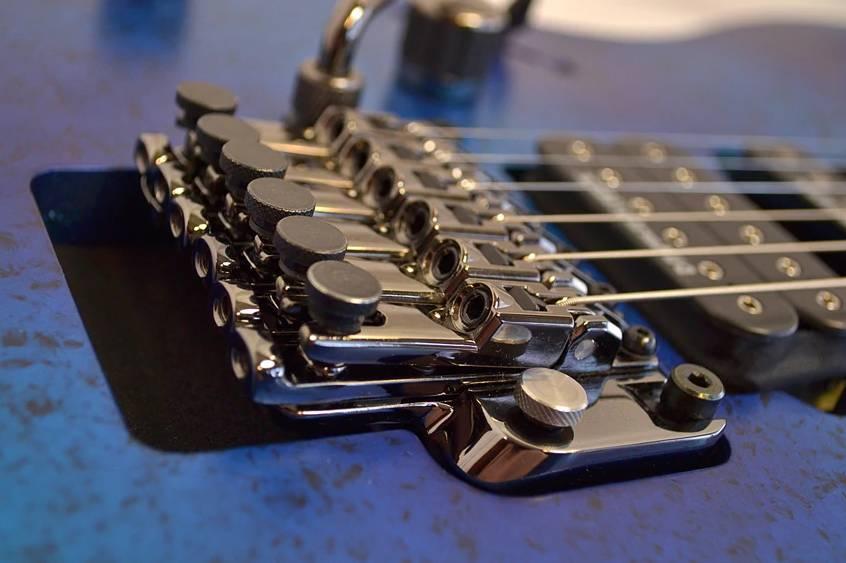 Floating bridge guitar