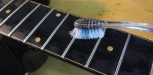 gitaarhals schoonmaken